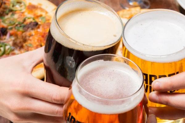 会社の飲み会で酔ってボロが出ないようにする