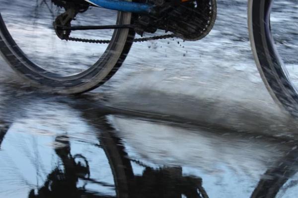 雨の中、自転車に乗っている夢