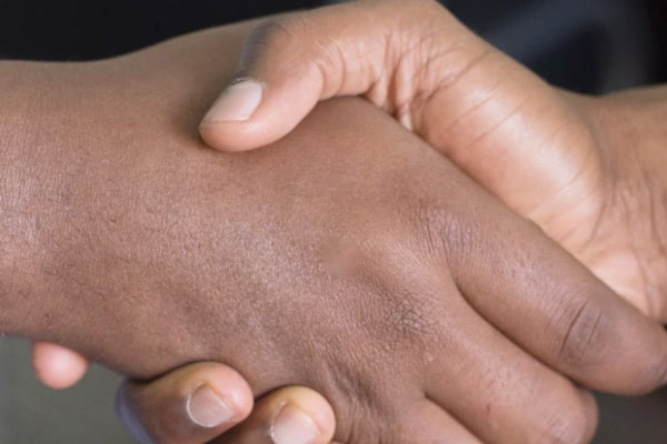 芸能人と握手する夢