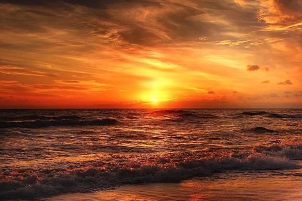 海に沈む夕日が印象的な夢