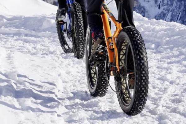 雪道を自転車で走る夢