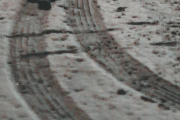 雪で車がスリップする夢