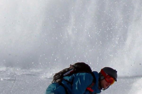 雪崩から逃げる夢