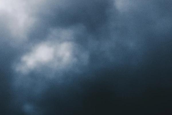 空が暗くなる夢