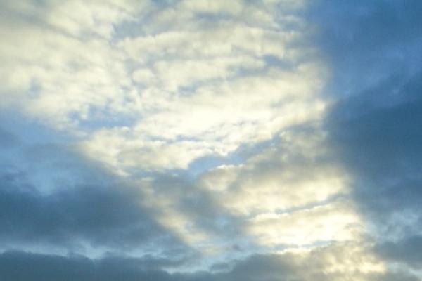 空が割れる夢