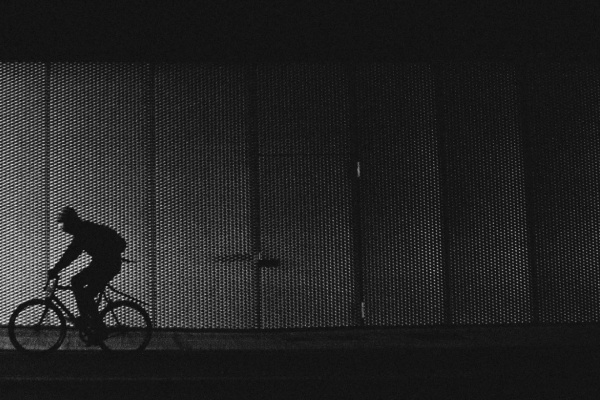 トンネルを自転車で走る夢