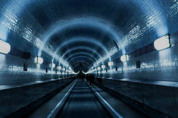 長いトンネルの夢