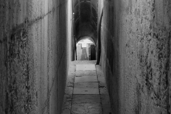 狭いトンネルの夢