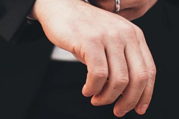 あなたの手・二の腕・顔(頬)・髪に触れる