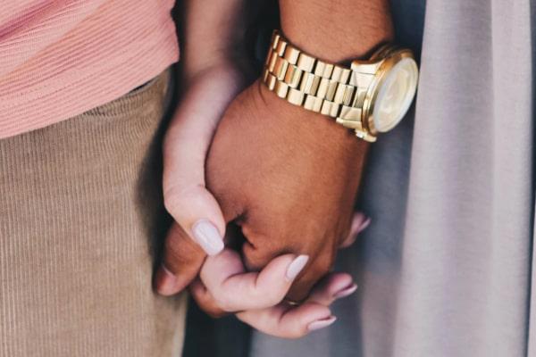 不倫していることを奥さんに伝え、2人で協力して離婚への具体的計画を立