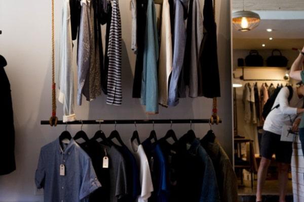 浮気相手のファッションや持ち物を変化させる