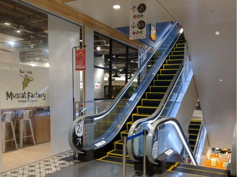 イコットニコット3階へ行く