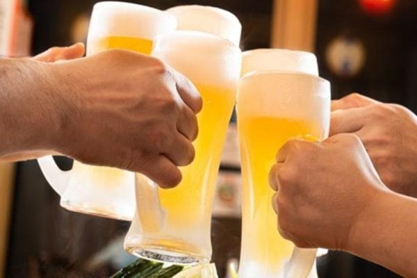 飲み会が非日常を演出し、気を緩めるから