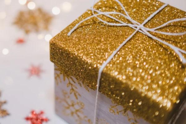 高価なプレゼントを受け取らない