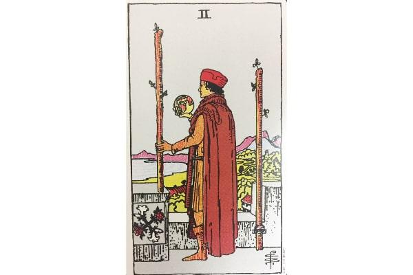 タロットカード「ワンドの2」の絵柄から読み取れる意味